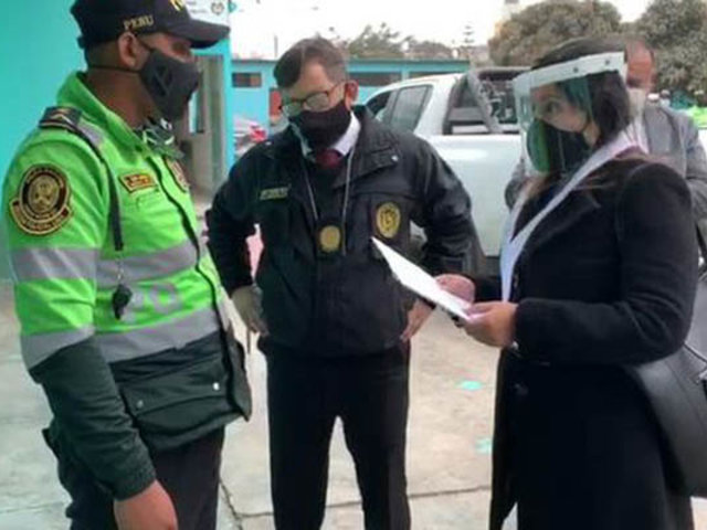 Dictan prisión preventiva contra policías que cobraron coima a mujer en SJL