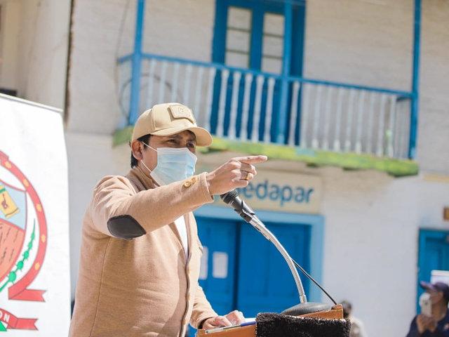 """Arequipa: Gobernador regional señaló que """"la gaseosa es más tóxica que el dióxido de cloro"""""""