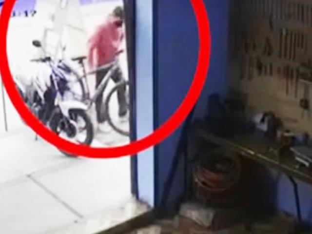Puente Piedra: cámara de seguridad registra robo de bicicleta de un taller