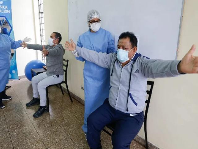 Hospital Dos de Mayo: intensifican terapias de rehabilitación para pacientes que vencieron al coronavirus