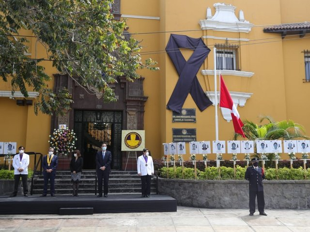 Presidente Vizcarra participó en homenaje a médicos fallecidos por COVID-19