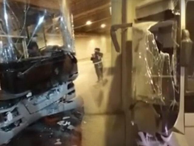 Bus del Metropolitano choca contra mampara de la Estación Grau