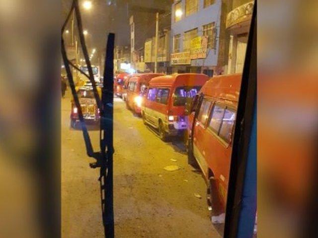 SJM: combis informales bloquean ingreso y salida de ambulancias del Hospital María Auxiliadora