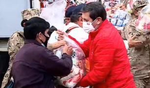 Chorrillos: ministro de Defensa entregó canastas de víveres a familias vulnerables