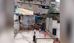 Vecinos viven una pesadilla por losa deportiva que es usada en plena pandemia