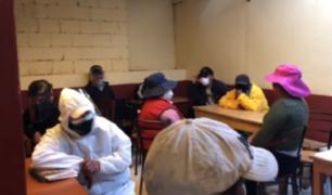 Cusco: personas con COVID-19 bebían licor en bar clandestino