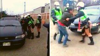 Trujillo: taxista llora e implora a policía que no se lleven su vehículo de trabajo