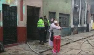Voraz incendio consumió dos viviendas en una quinta de La Victoria