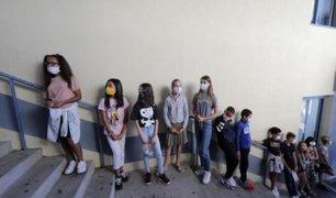 Francia: cierran alrededor de 22 colegios por la COVID-19