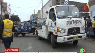 La Victoria: se llevan al depósito vehículos abandonados en la vía pública