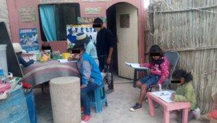 Arequipa: adolescente ayuda y dicta clases a niños desde el patio de su hogar