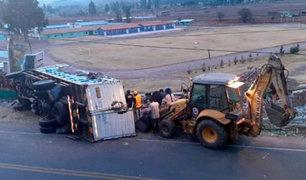 Cusco: conductor colisona y derriba muro perimétrico de la escuela de Policía
