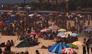 Brasil: bañistas desafían a la COVID-19 en playas de São Paulo y Río de Janeiro