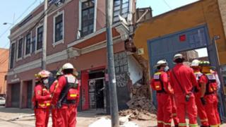 Bomberos confirman que albañil sepultado tras derrumbe está sin vida