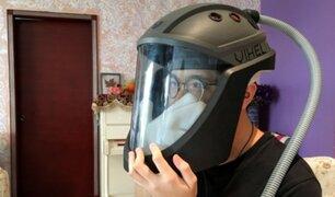 Vietnam: diseñan casco anti COVID-19 que permite rascarse y comer sin temor a contagiarse