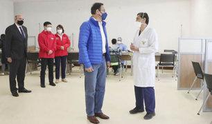 Covid-19: presidente Vizcarra supervisó ensayos clínicos de posible vacuna en la UPCH