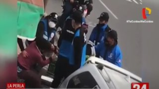 La Perla: Batalla campal entre ambulantes y serenos durante desalojo