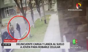 Miraflores: delincuente carga  y lanza al suelo a joven para robarle su celular