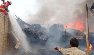 Chiclayo: cortocircuito en postes habría provocado incendio en viviendas
