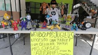 """""""Ayúdame con tu compra"""": niño vende sus juguetes para comprar celular y culminar sus estudios"""