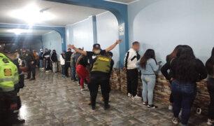 Interviene a más de 100 personas que participaban en una fiesta en VES
