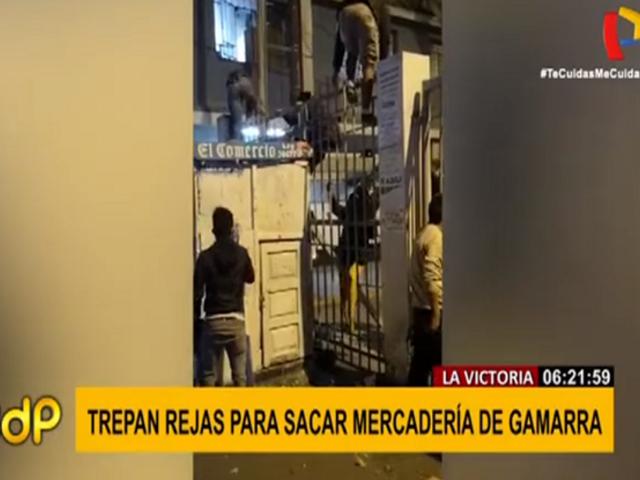 Captan a ambulantes trepando rejas para sacar mercadería de Gamarra