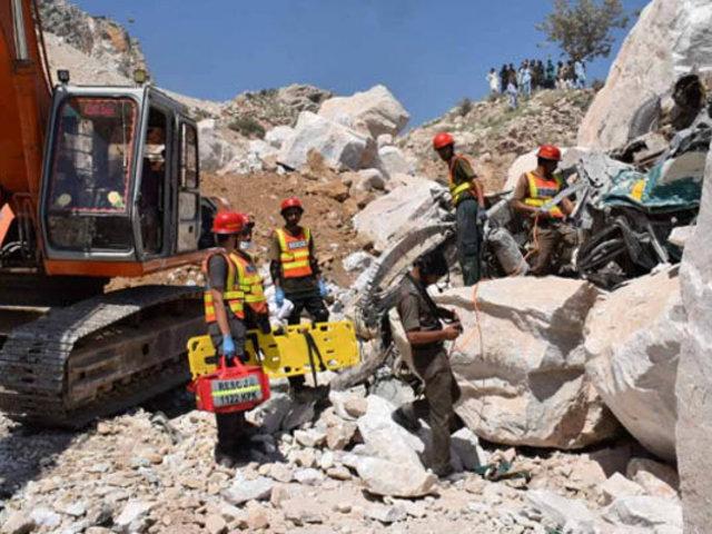 Al menos 19 muertos y 20 heridos deja derrumbe de una mina en Pakistán