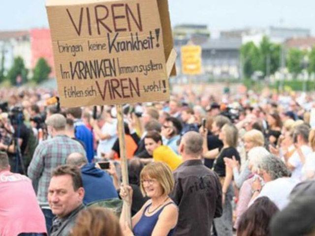 Miles de personas marchan en Alemania y Polonia contra restricciones por Covid-19