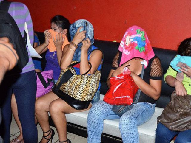 Comas: 20 intervenidos en prostíbulo clandestino en pleno estado de emergencia