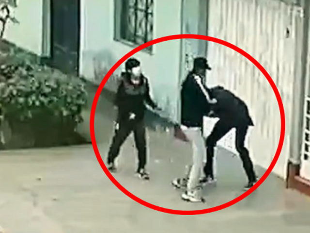 SJM: adolescentes son asaltados violentamente por delincuentes