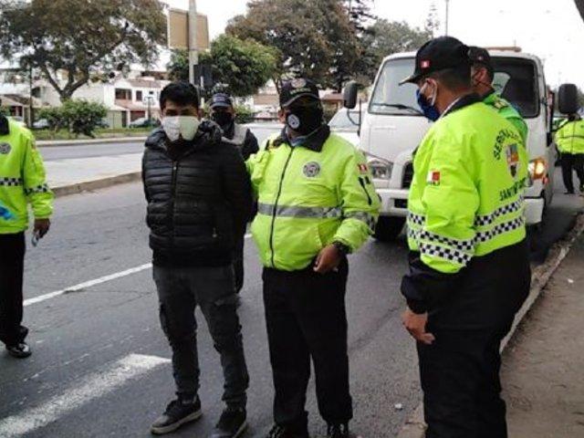 Surco: serenos intervinieron a taxista que chocó con moto para evitar operativo