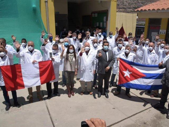 Personal de salud cubanos llegaron a Huaráz para sumarse a la lucha contra el COVID-19