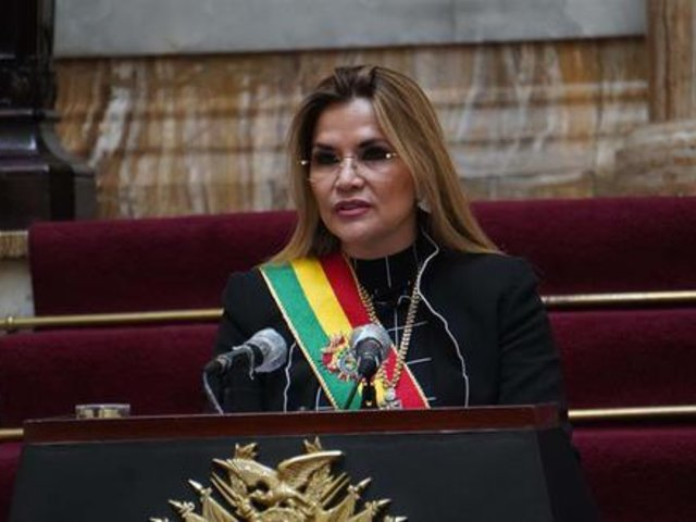 Presidenta interina de Bolivia, Jeanine Áñez se retira de la carrera electoral