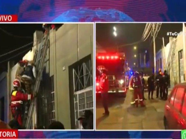 La Victoria: bomberos rescataron a 6 personas que quedaron atrapados en derrumbe de vivienda