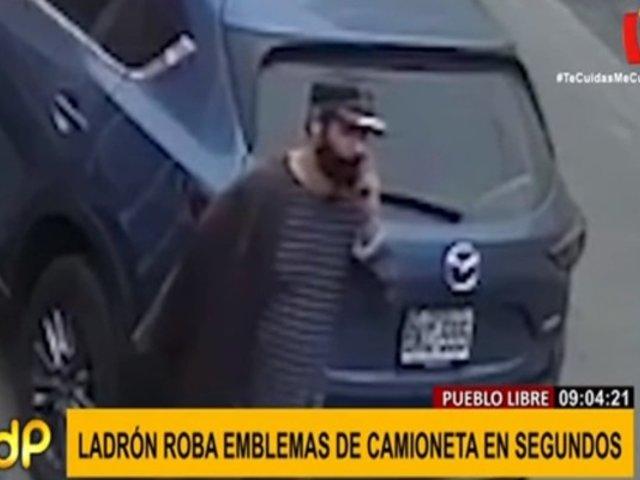 Pueblo Libre: ladrón robó en un instante emblemas de moderna camioneta en la calle