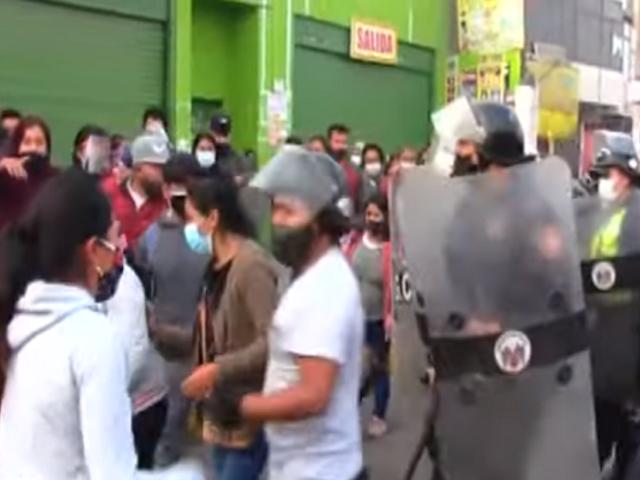 Ate: comerciantes ambulantes se niegan a dejar los espacios públicos