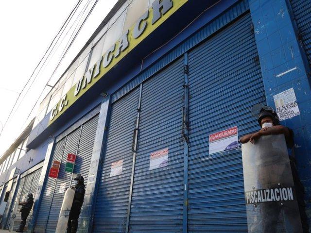 Municipalidad de Lima clausuró centro comercial por faltas en la seguridad
