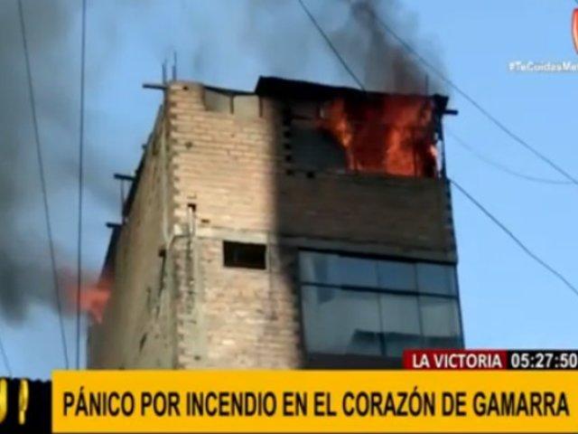 La Victoria: incendio causó pánico en corazón de Gamarra