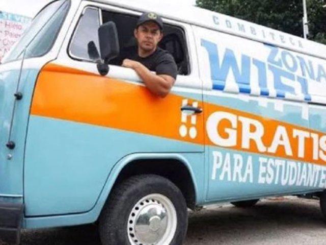 México: maestro lleva internet gratuito a estudiantes en su 'combiteca'