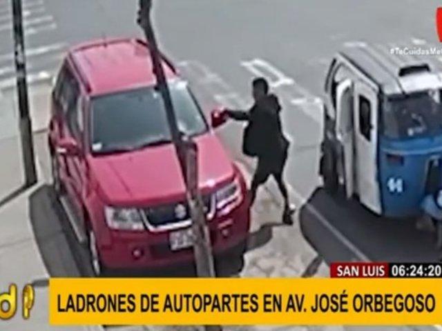 San Luis: ladrones de autopartes se llevan espejo de auto en tiempo récord