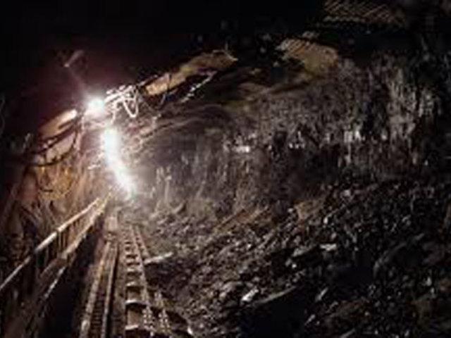 China: diecisiete trabajadores quedan atrapados en una mina  tras fuga de gas
