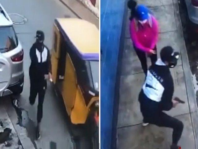 SMP: delincuente en mototaxi asalta a una mujer en segundos