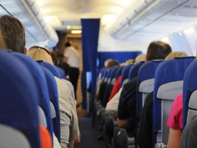 COVID-19 podría propagarse durante vuelos de larga duración, según estudio