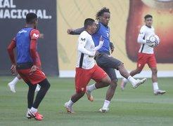 Selección Peruana entrenó en su sétimo día en la Videna