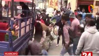 Huancayo: ciudadanos enfurecidos agreden a extranjero que era seguridad de una cooperativa