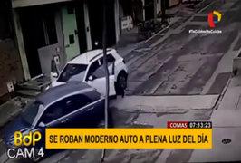 Comas: delincuentes roban autos modernos a plena luz del día
