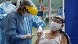 COVID-19: vacuna Oxford generaría inmunidad en ancianos