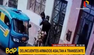 SMP: captan a 'raqueteros' en mototaxi asaltando a un transeúnte