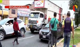 Falsos limpiaparabrisas siembran el terror entre los conductores en diversos puntos de Lima