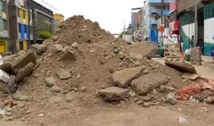 Vecinos de La Victoria denuncian que desmonte en Av. Bausate y Meza pone en riesgo su salud
